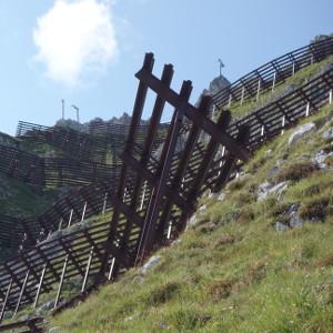 Stahlschneebrücken an der Nordkette bei Innsbruck